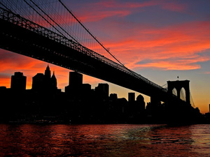 Photo du pont de Brooklyn au soleil couchant © Jon R Peters